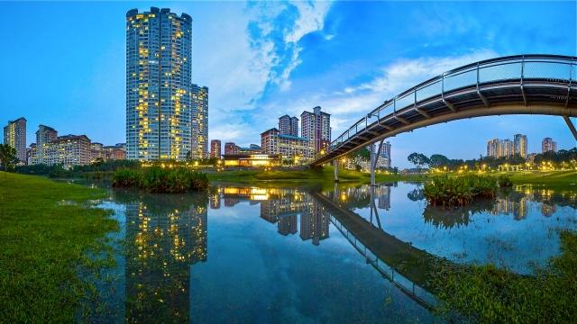 beautiful-pedestrian-bridge-in-a-city-park-hd-wallpaper-334649